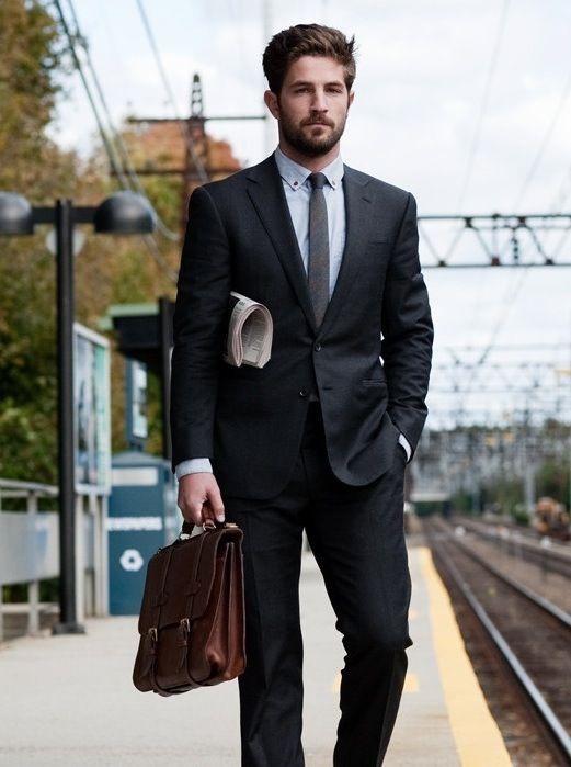 Quy tắc thời trang nam nên mang cặp táp khi mặc vest